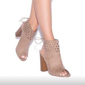 NWT ShoeDazzle Tan Faux Suede Open Toe Heels Sz 10